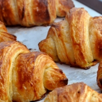Domingo: Sobre a rotina e croissants de queijo com presunto