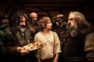 Bilbo e os anões em O HOBBIT